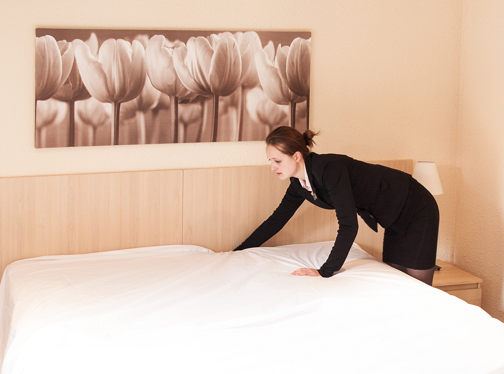 housekeeping tips making the bed