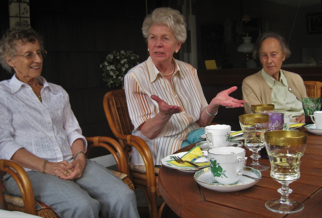 Senior living homes with group activities and social activities are great places for ageing seniors